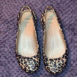 Excellent used condition size 6 W Crocs